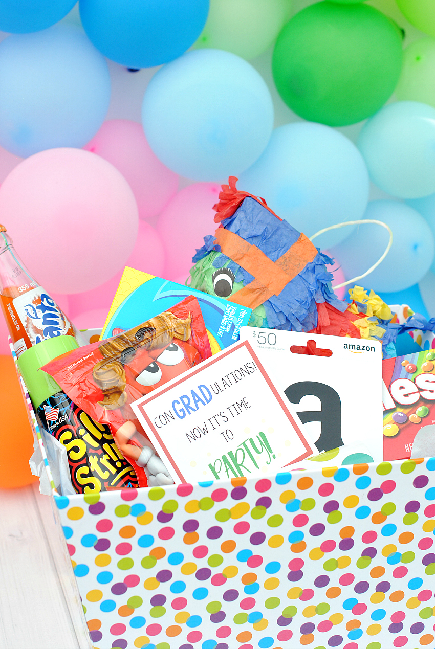 Cute and Easy Graduation Gift Idea-Party in a Box