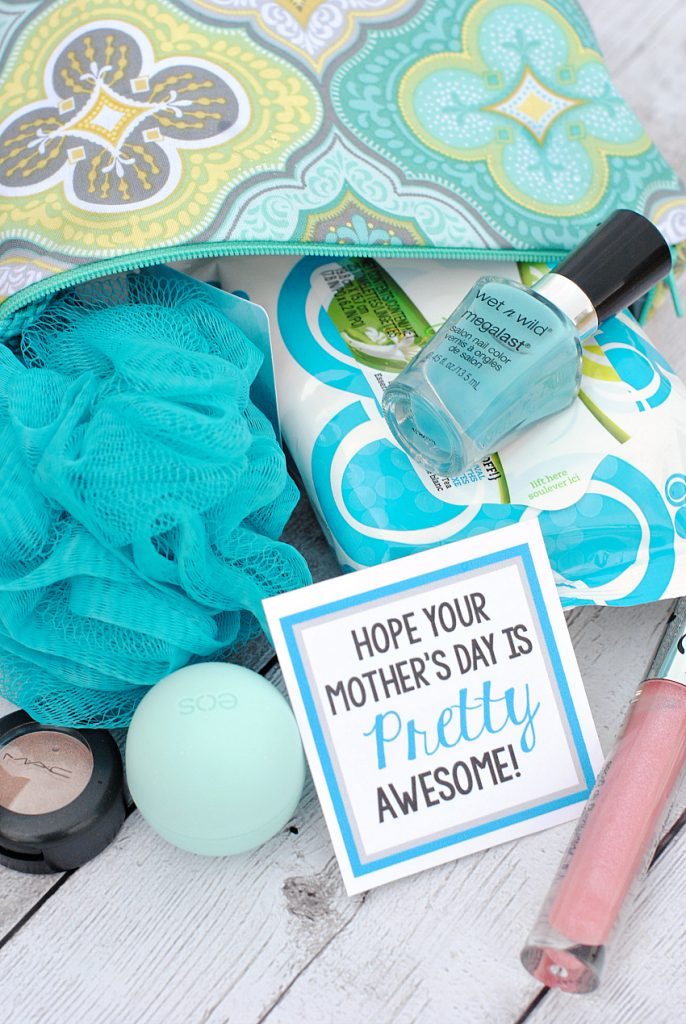 Pretty awesome makeup gifts for a friend mom or teacher for Best gift ideas mom