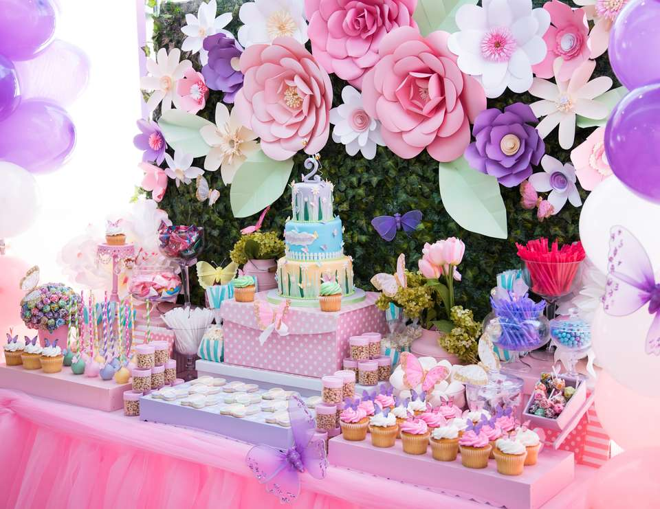 25 fun birthday party theme ideas fun squared for Decoration flowers
