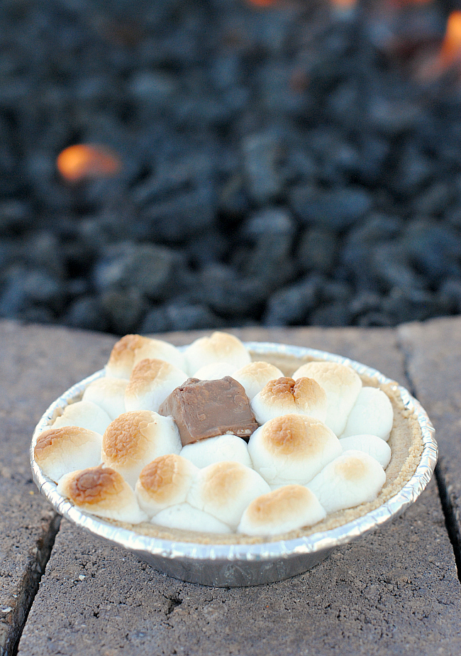Mini S'mores Pie-Perfect Summer Dessert for a Backyard BBQ