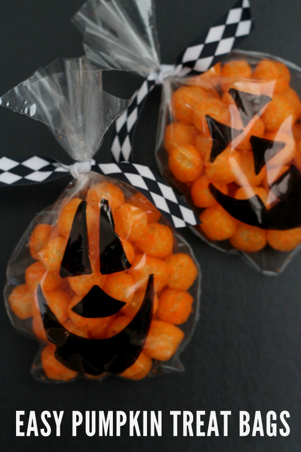 EASY-Pumpkin-Treat-Bags-on-lilluna.com-