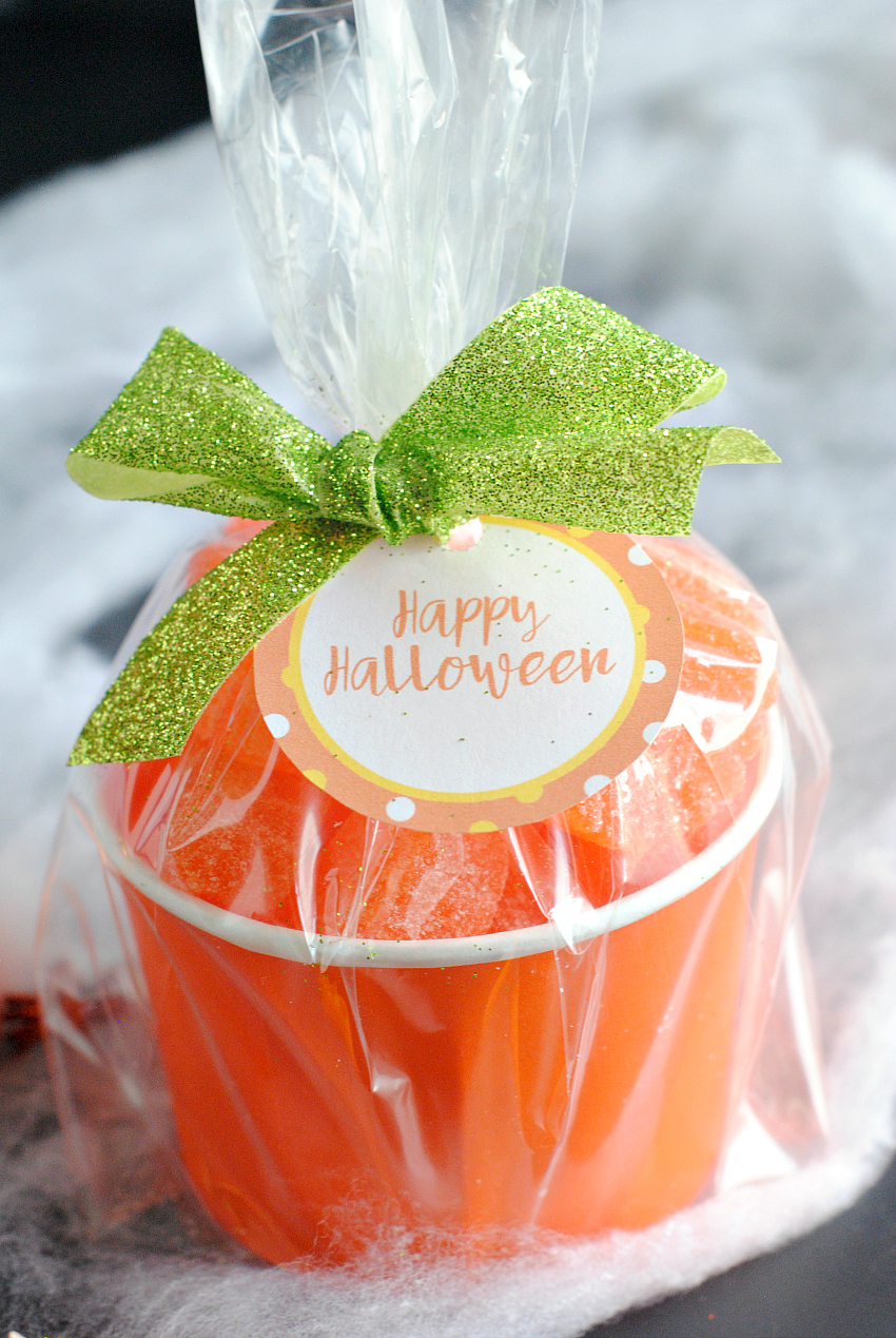 Easy Halloween Gift-Candy Pumpkin Treat Cups