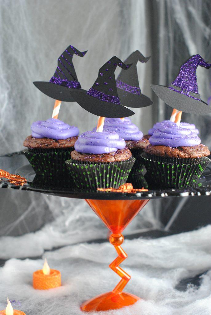 halloweencupcakesandstand-1-686x1024