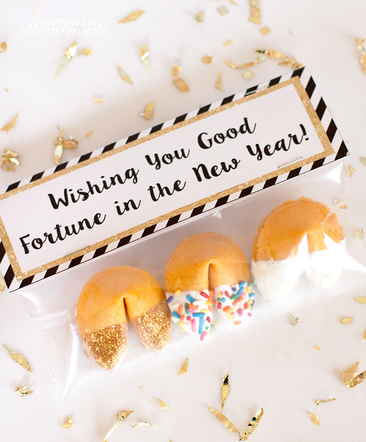 new-years-eve-glitter-dipped-fortune-cookies-party-favors