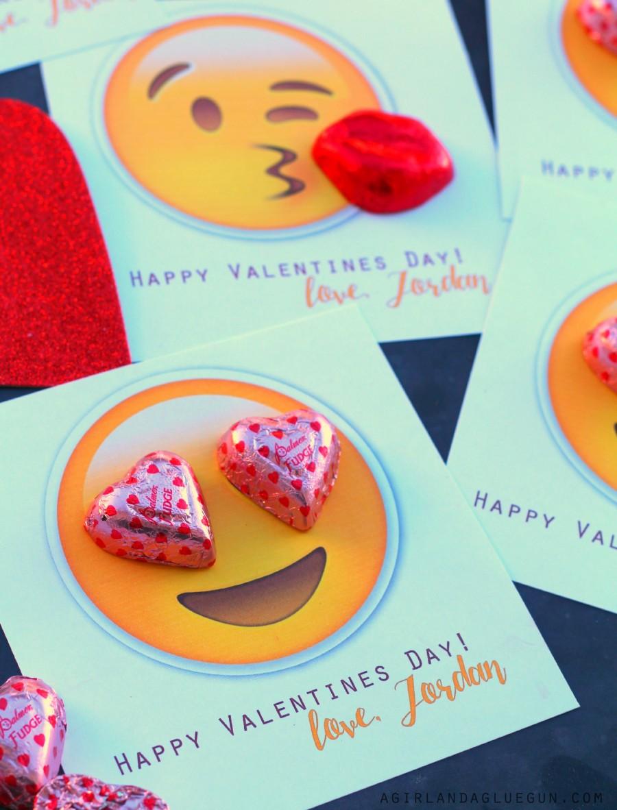 emoji-valentines-900x1182