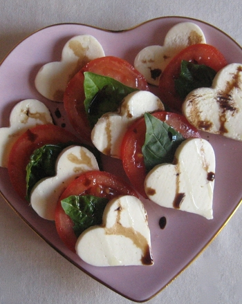 make-caprese-salad-heart-shaped-mozzarella-slide