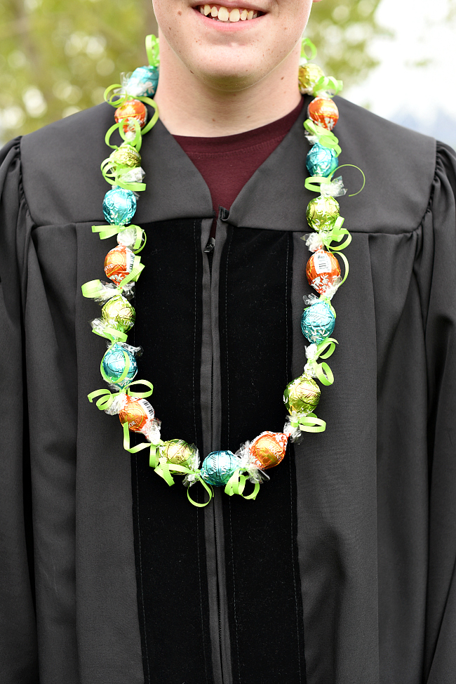 Lei Can Be Made With Construction Paper Yarn Solid: Chocolate DIY Graduation Lei