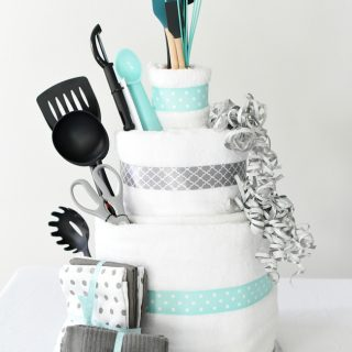 Towel Cake: A Fun DIY Bridal Shower Gift