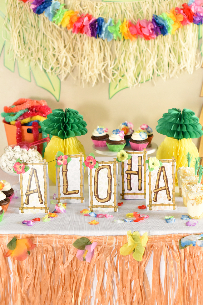 hawaiian luau party ideas fun squared. Black Bedroom Furniture Sets. Home Design Ideas