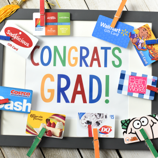 Cute Graduation Gifts: Congrats Grad Gift Card Frame