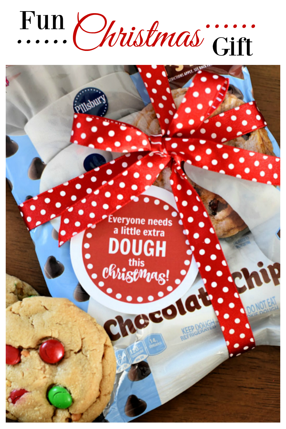 Fun Christmas Gift Idea. This is such a simple gift idea for friends and family, you will love giving everyone a little extra dough! #gifts #christmasgift #neighborgift #fungiftidea
