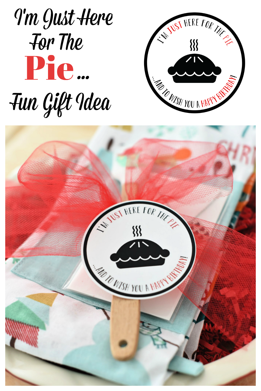 Fun Birthday Gift Idea. This fun pie themed birthday gift is such a fun and simple gift and is perfect for any pie lovin' friend. #Birthday #Birthdaygiftidea #easyaspie #Funbirthdaygifts